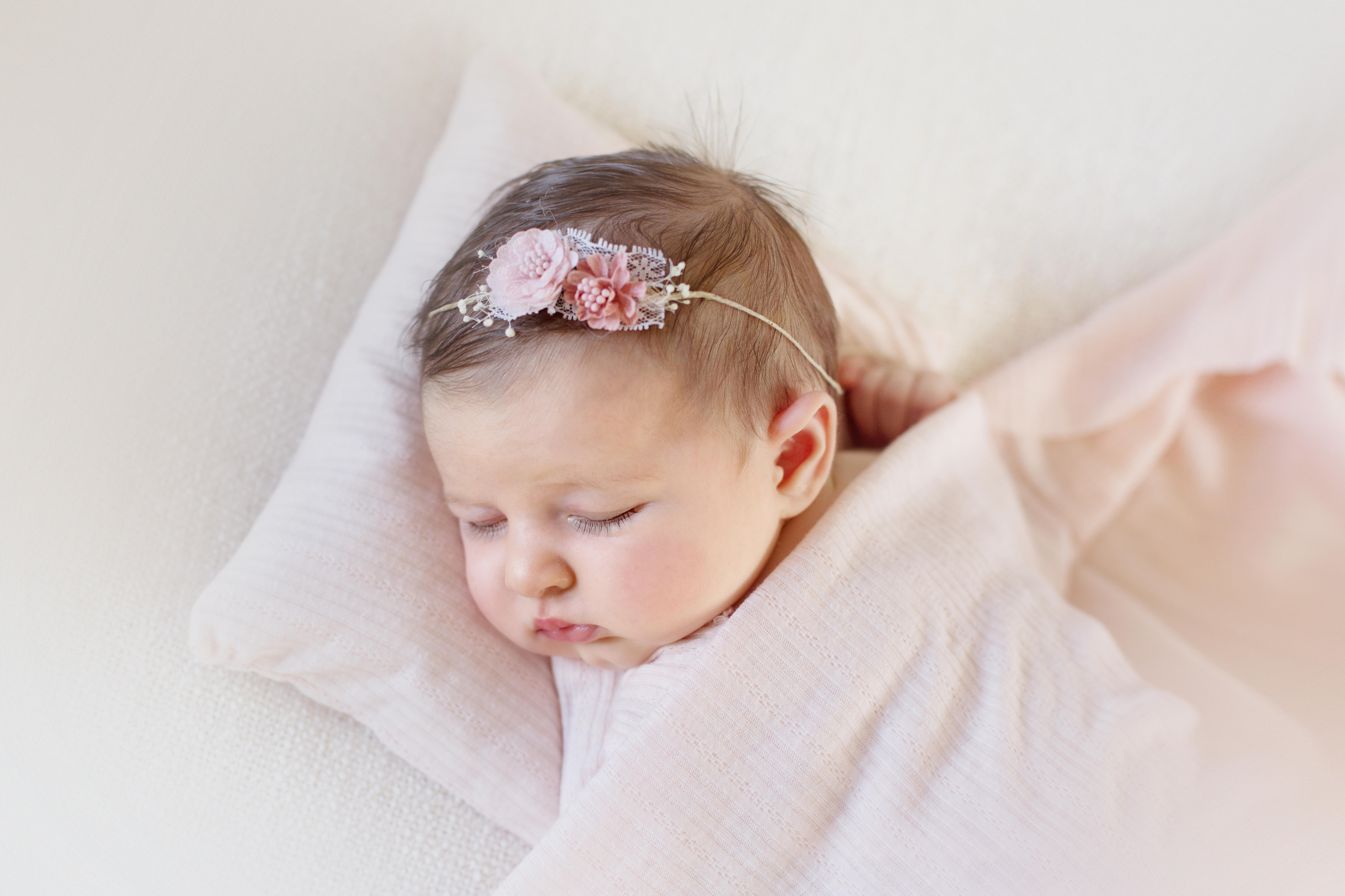 photographe-bebe-nouveau-ne-seances-haute-couture-paris