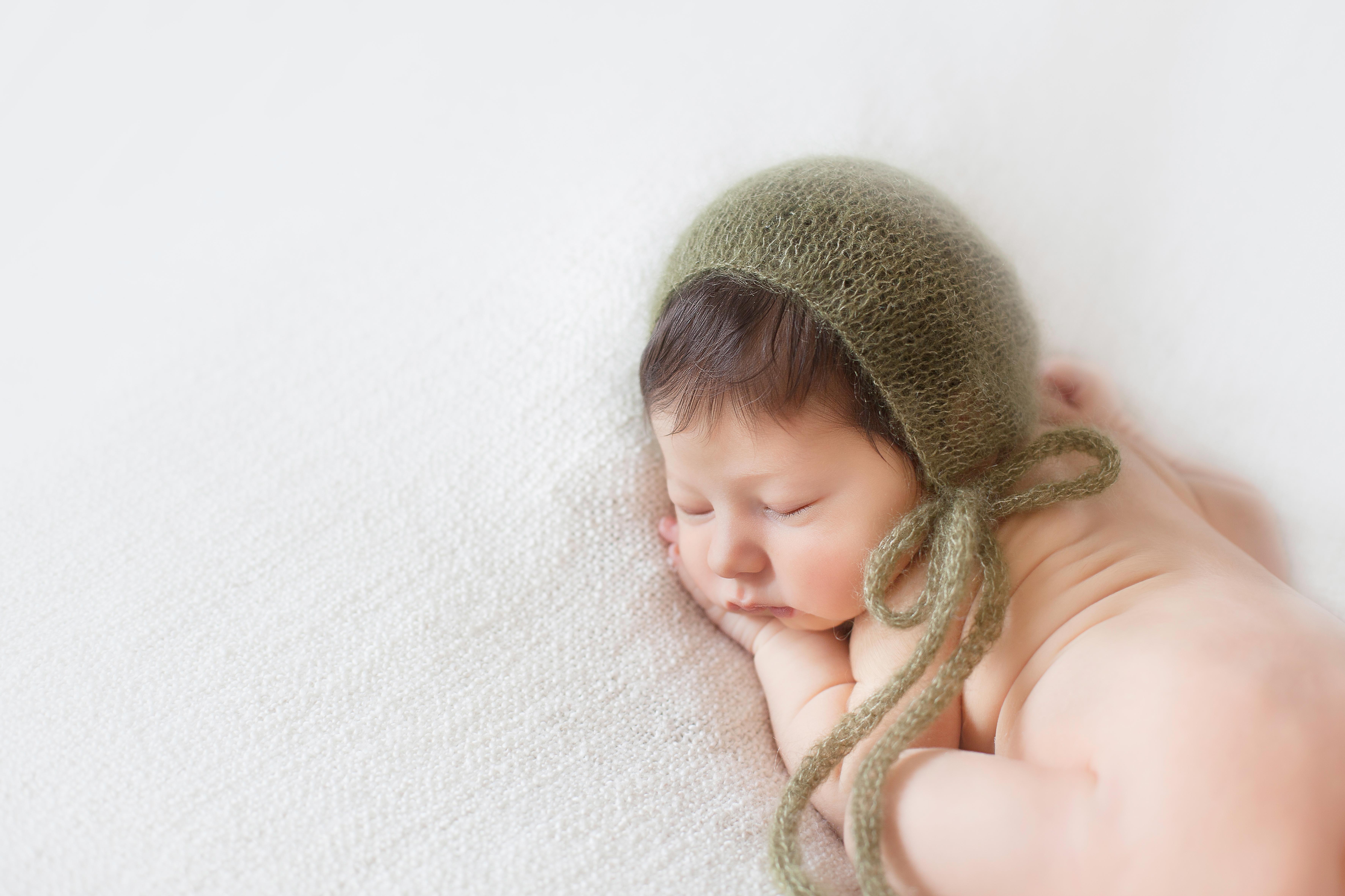 photographe-bebes-seances-sur-mesure-paris-basile-et-capucine