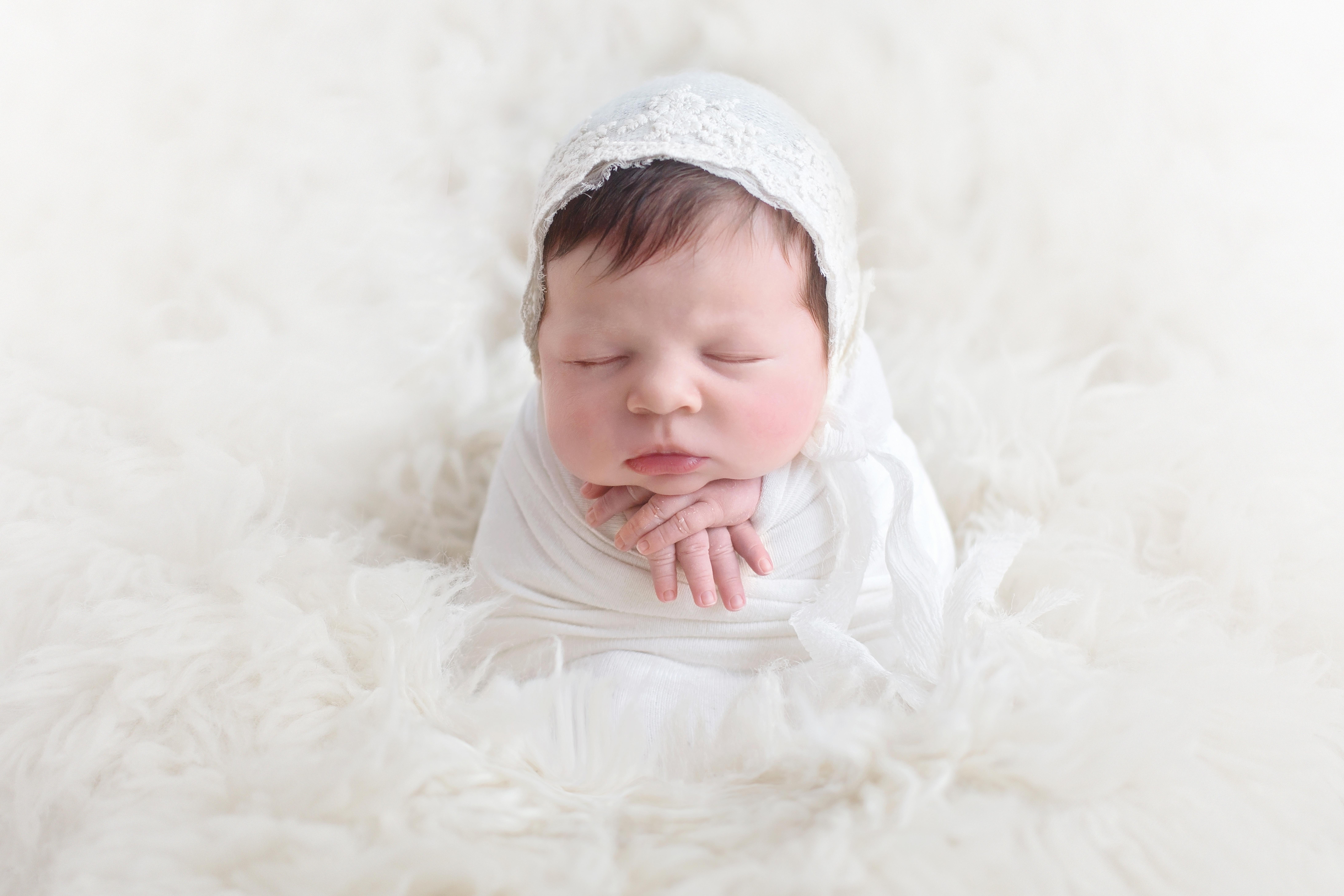 photographes-bebe-seance-sur-mesure-experience-nouveau-ne-paris-orleans-basile-et-capucine